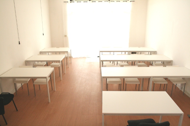 Coworking coworking center coworking italia spazi in for Scrivania low cost