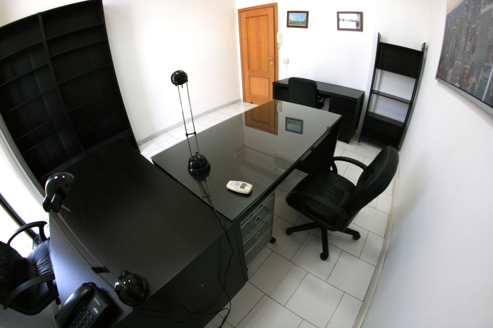 Napoli ufficio tecnologico con sala riunioni parcheggi €170