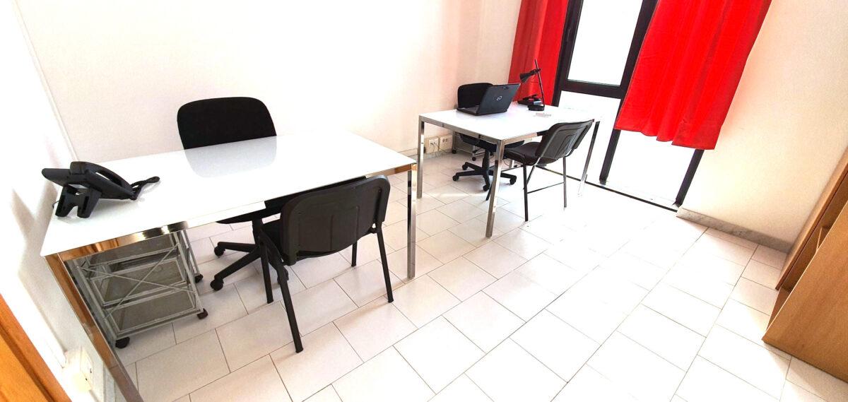 Studio arredato pronto all'uso affitto in business center Napoli €170 mese